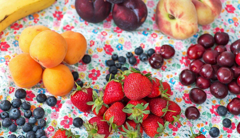 میوه های تابلستانی باغ های شهریار