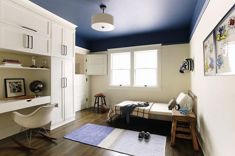 سقف آبی تیره برای اتاق خواب